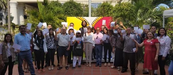 El Consulado de Colombia en Miami se une a la campaña #WhiteCard liderada por la organización Peace & Sport con ocasión del Día Internacional del Deporte para el Desarrollo y la Paz
